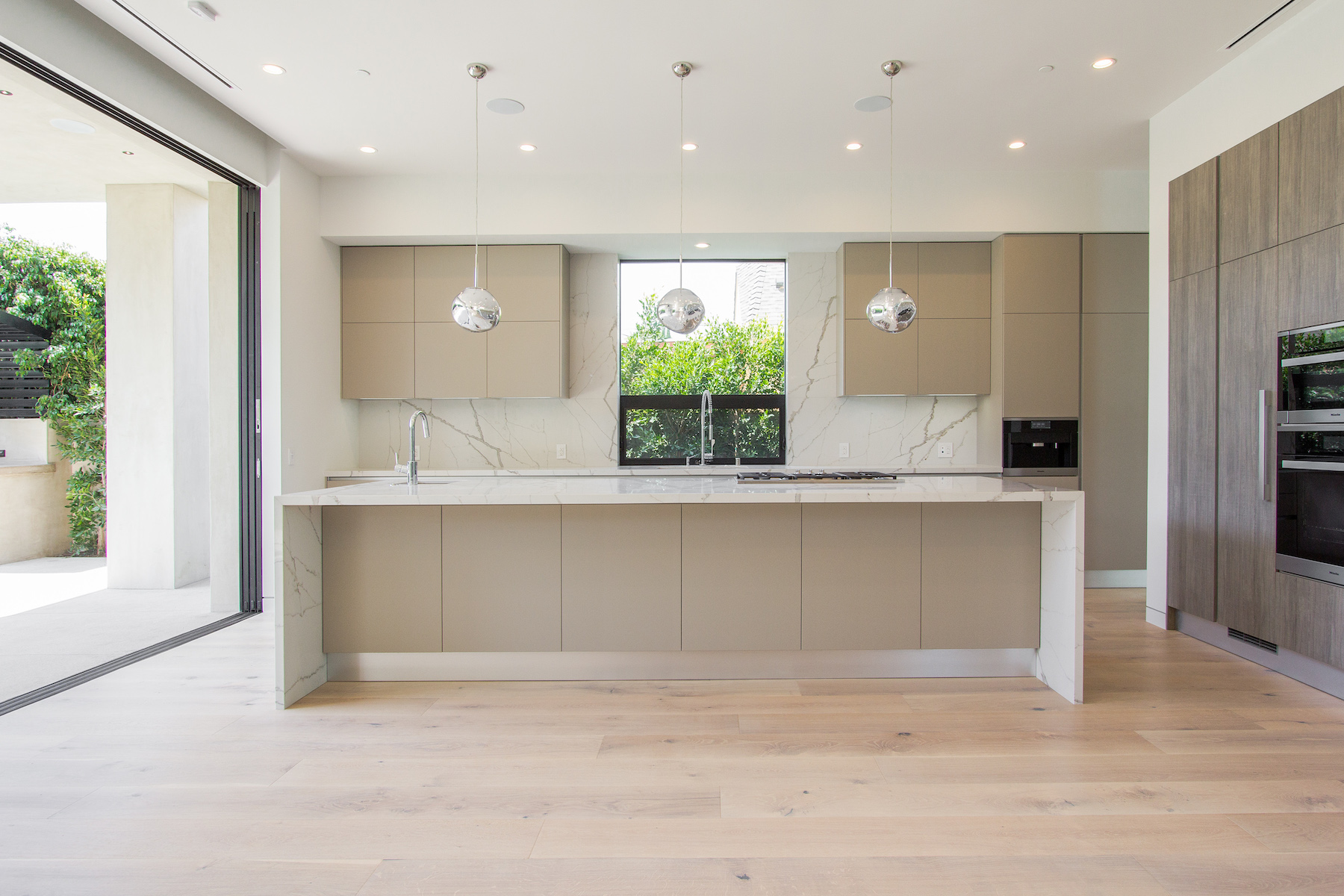 WestHollywood_Modern_2_sm